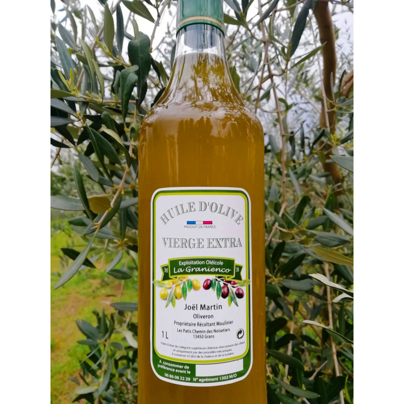 Huile d'olive de Provence de Joel Martin. Producteur artisan Oliveron à Grans. Un Producteur PACAA Panier